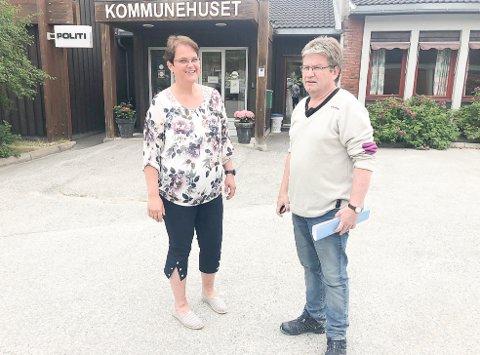 Nå blir det fart på nett: Tolgaordfører Ragnhild Aashaug og Evind Moen, enhetsleder kultur og utvikling, kunne tirsdag fortelle at Telenor skal bygge høyhastighetsbredbånd slik at cirka 90 prosent av innbyggerne i Tolga kommune får bredbåndsdekning av høy kvalitet.