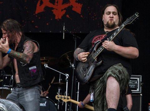 FRA KVINESDAL: Jan Terje Vinningland er blant distriktets beste metal-gitarister. Nå skal han snart stå på scenen på Folken.  Foto: LARS FRØSLAND