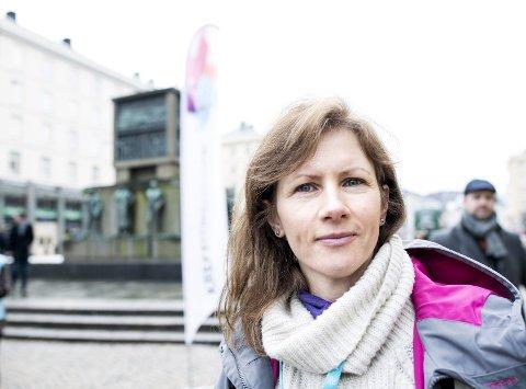 Hilde Kleppestø har et stort ønske om at Kreftforeningen finner igjen den helt spesielle gule sykkelen. (Foto: SKJALG EKELAND)