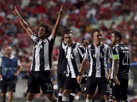 PAOK og Amr Warda jubler etter å ha spilt uavgjort borte mot Benfica. Grekerne er sterke hjemme i Hellas.  (AP Photo/Armando Franca)