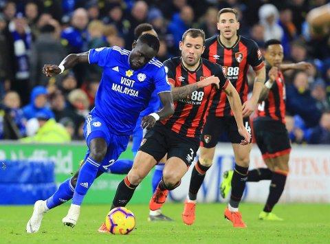 Den tidigere Brann-spilleren Oumar Niasse (t.v.) spiller for Cardiff City nå. (Mark Kerton/PA via AP)