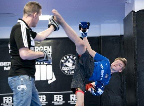 Eirik Gundersen og Oliver Gundersen (15) er far og sønn, samt trener og utøver. Faren var i verdenstoppen på 1990-tallet, sønnen håper å nå verdenstoppen de kommende årene.