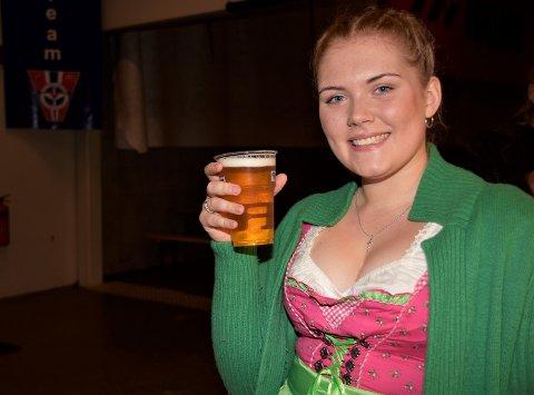 DEBUTANT: Bente Kiesling (18) var på sin første Oktoberfest, med et så fint tyskinspirert antrekk - at hun kom gratis inn.