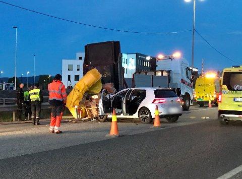Bilen kjørte inn i en «putebil» som Statens Vegvesen har satt opp for å skilte i forbindelse med veiarbeid.