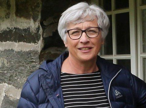 LEIAR: Liv Marit Bøen i Davik Utviklingslag meiner at eit løft av vegstandard og tilgang på fiberbreiband er avgjerande for å få ungdom til å slå seg ned.