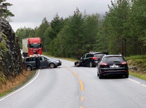 SMELL: To bilistar fekk ei tøff oppleving på vegen.