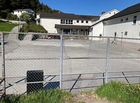 Bilde sendt inn til kommunen for å dokumentere forfall på Raudeberg skule