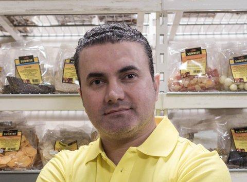 GÅR BRA: – Restauranten går bra, seier dagleg leiar Amir Goran.