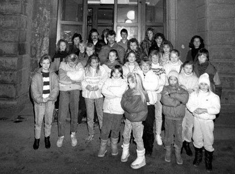 1989: 70 barn ved Fredrikstad barneteater fryktet at de kunne miste sine lokaler i Røde Mølle etter et vedtak i Fredrikstad bystyre: Barn og voksne med tilknytning til barneteateret håper i det lengste at teatergruppen kan få fortsette i lokalene.