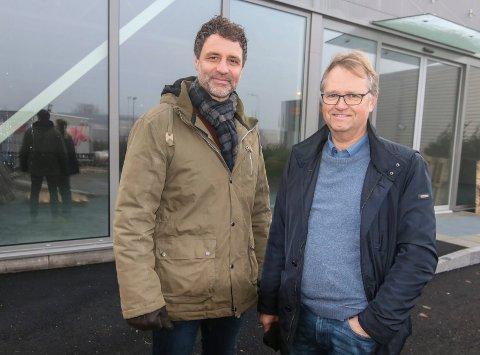Slår seg sammen: 30 års erfaring har Paul Arthur Revhaug (til venstre) og Even Hansen med seg inn i ny butikk. Etter nyttår åpner de Viken Bobil  på Rolvsøy. De håper å selge 40 bobiler i 2020.