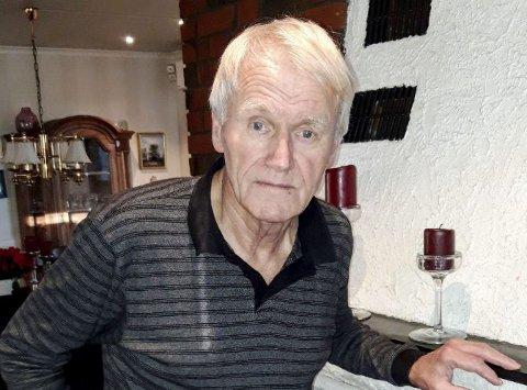 2020: Ottar Sundt i eneboligen på Rødsåsen. Her har han og fru Solbjørg bodd siden 1977. FOTO: GLØV
