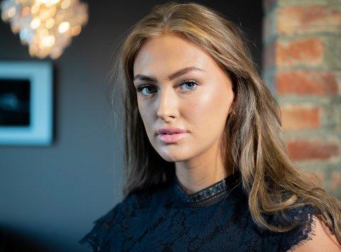 SEMIFINALIST: 19 år gamle Amine Fjeldberg er en av 18 jenter som er med i kampen om å bli «Miss Norway 2020». Til daglig er hun elev på Glemmen videregående skole, og hun er frivillig i Røde Kors.