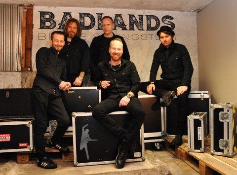 BRUCE: Badlands har øvd inn Springsteen-låter de siste månedene, og lover Bruce-feeling og skikkelig trøkk på scenen. Fra venstre: Aron A. Jørgensen, Eyolf Lund, Asbjørn Huseby og Ivar Jacobsen. Foran: Thomas Sørgjerd.