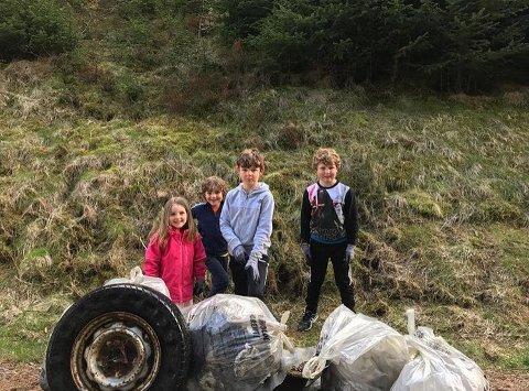 Mange barn brukte både formiddagen og ettermiddagen på å rydde søppel.