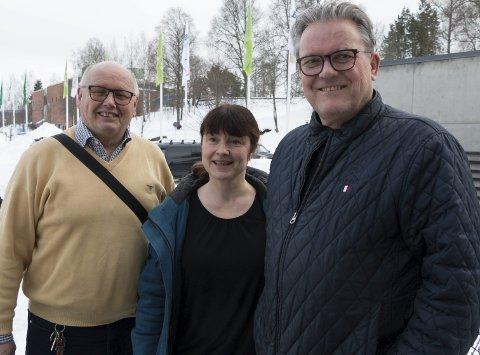 FORNØYDE: Lokale representanter for regjeringspartiene er fornøyde med at det satses på å bygge ut mobilnettet langs Kongsvingerbanen. Fra venstre: Magne Rydland (KrF), Eli Wathne (H) og Johan Aas (Frp).