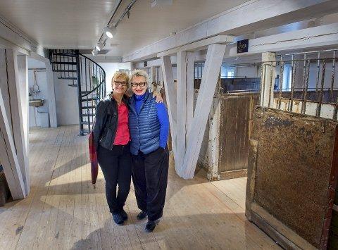 Stallgalleriet: Randi Eek Thorsen og Ulla-Mari Brantenberg gleder seg til åpningen av Glasslåven Kunstsenter.