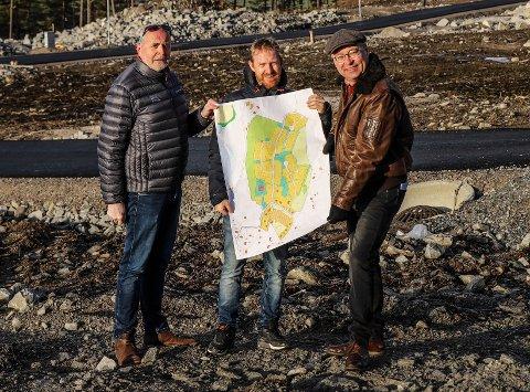 VIL HA DIN HJELP: Jan Sverre Olsen, Benny Strøm og Jens Bakke ber innbyggerne komme med navneforslag på to gater på Fagerholt.