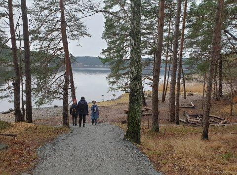 Hit til sydspissen av Sauøya tok mange turen søndag.