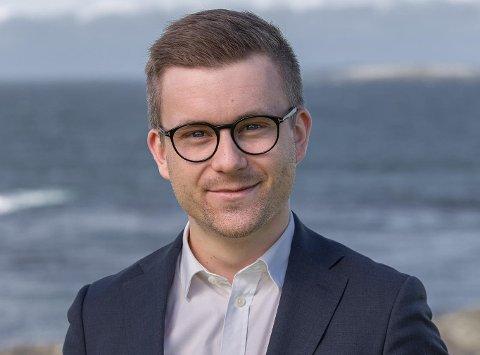 NOE UTENOM DET VANLIGE: Eiendomsmegler Svein Arne Pedersen (26) fikk gjennomført drømmen om å lage en boligannonse som skilte seg ut.