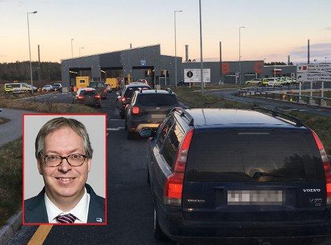 FORTSATT KØ: Statssekretær Thor Kleppen Sættem (H) sier at grensependlerne dessverre også må regne med kø i tiden som kommer.