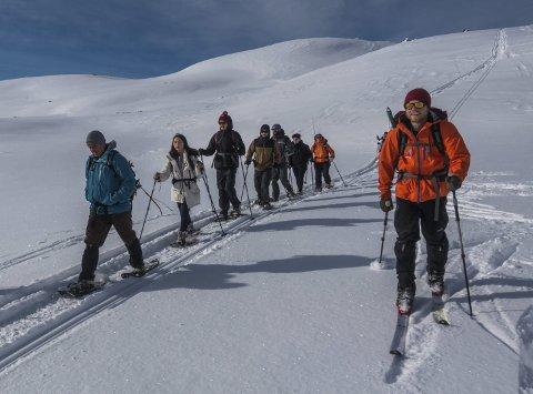 Trolltunga Active: Satsar på vinterturisme med truger. Så langt har dei fleste turistane hatt base i England, nokre er innfødde, medan andre er frå Australia og Amerika og vil oppleva Europa medan dei bur her nokre år.