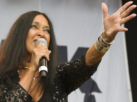 REN ENERGI:  Vokalist Annisette i The Savage Rose er kraftfull på scenen. Foto: Truls Horvei