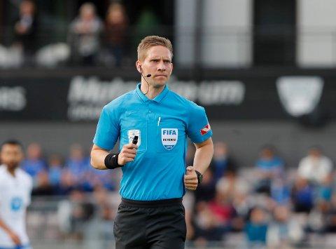 Dommer Espen Eskås i aksjon.