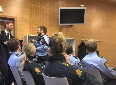 Forlot retten: Haugesunderens forsvarer, advokat Knut Ditlev-Simonsen, kunne forlate rettssalen etter at hans klient ble dimmittert fra saken og løslatt fra politiets omfattende vakthold for to år siden. Nå slipper han ny straffesak.