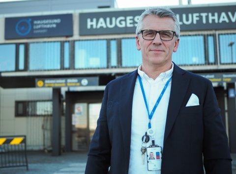 FORKLARER SITUASJONEN: Pål Visnes kommersiell leder Haugesund Lufthavn.