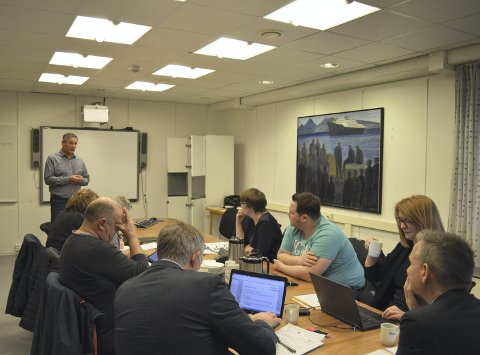 Orientering: Yngve Kristiansen snakket om ærfugl-problematikk i formannskapsmøtet tirsdag. foto: ken-robin slaatrem