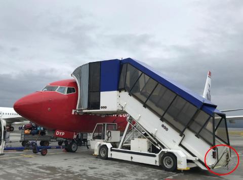 SATTE PÅ BÅND: Det var ikke samme person som kjørte trappa som satte på båndet. Rutinene er nå endret på Alta lufthavn.