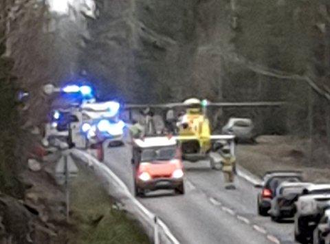 Omkom på stedet: En mannlig MC-fører fra Aurskog-Høland døde etter en møteulykke med bil på Vestmarka lørdag ettermiddag. Foto: Marius Ringkilen