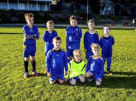 Blå og gule: Kroken gutter 7 år er klare til innsats. Guttene imponerte med stor innsats på og utenfor banen.