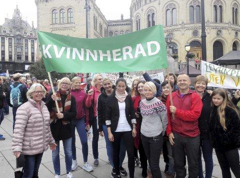DEMONSTRASJON: Bildet er frå Kvinnherad-gruppa si deltaking i ein landsomfattande demonstrasjon mot vindmøller i Oslo 8. september 2019.Foto: Privat