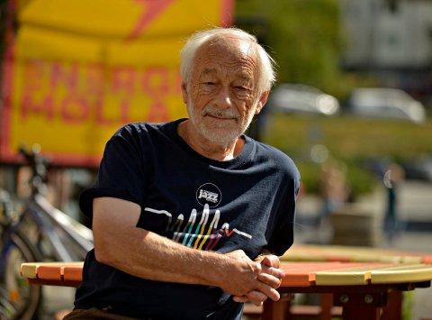 BYENS JAZZGURU: Tor Dalaker Lund fortsetter med å tilby folk jazzkonserter gjennom hele året.