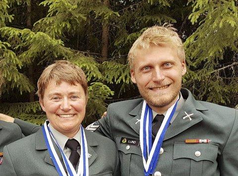 MEDALJEDRYSS: Gunn Heidi Sønsterud Haugen og Kim-André Aannestad Lund sikret seg en rekke medaljer i militært nordisk mesterskap i skyting.