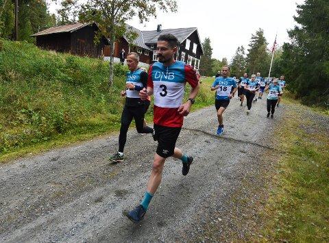 I GANG: Asbjørn Aas med startnummer 3 er i gang med sitt 30. Numedalsløp fra Lyngdal til Flesberg. FOTO: OLE JOHN HOSTVEDT