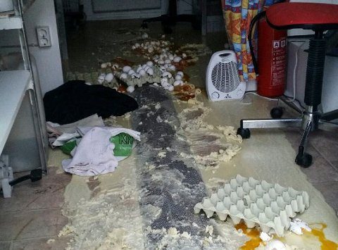 SØL: Slik så det ut inne i smultringboden etter innbruddet.