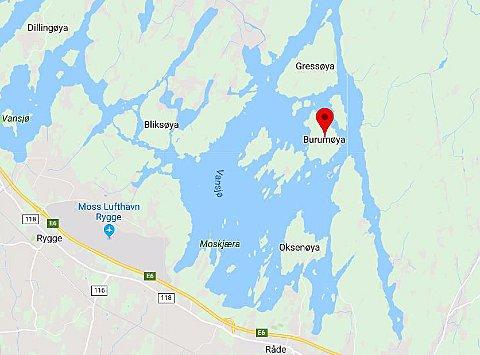 Mannskap fra både Moss og Skiptvet rykket ut til brannen på Burumøya.