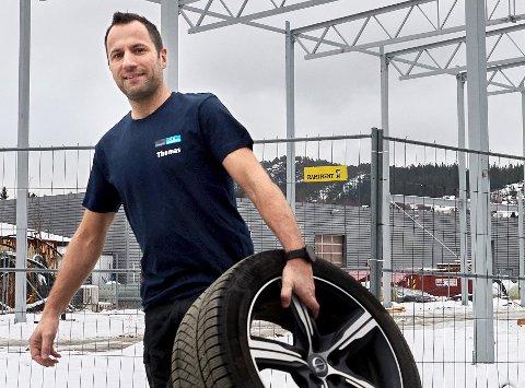 RULLER NORDOVER: Daglig leder Thomas Melsbø Hestmo i Namdal bilskade.