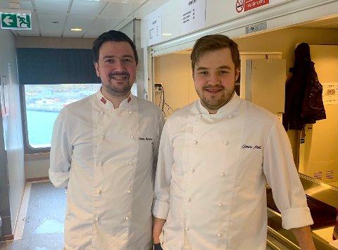 SKAL SERVERE MAT: Tomas Henriksen og Jonas Møller, som eier Vega-lokaliserte Tojo Café A/S, åpner en ny fergekafe på MF «Olav Duun», som betjener Hofles-Geisnes-Lund-sambandet: – Vi gleder oss til å kunne legge til rette for kafedrift, sier duoen.