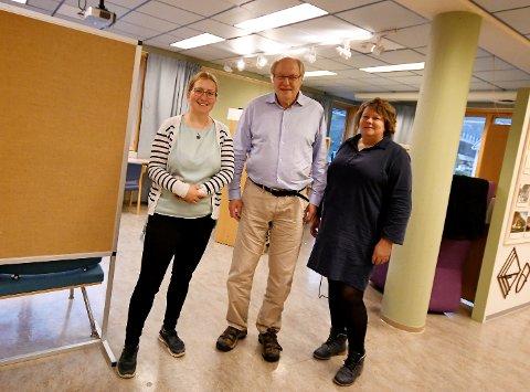 May Britt Josten, Tore Jørgen Rødølen og Elisabeth Vollen Randen håper folk vil ta turen til Sel Bibliotek og Heidal Ysteri.