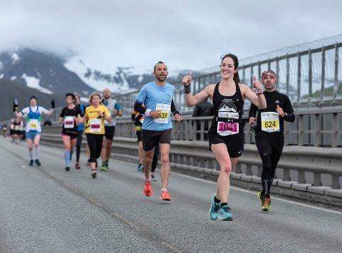 IDRETTSGLEDE: Midnight Sun Maraton samler nærmere 7.000 spreke løpere fra hele verden i Tromsø. Under lørdagens arrangement gjør Nordlys en stor direkteproduksjon av løpsfesten.