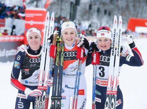 Stina Nilsson med nok en seier foran Heidi Weng  t.v. og Ingvild Flugstad Østberg t.h. Foto: Terje Pedersen / NTB scanpix