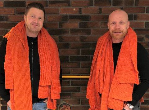 OVERVELDENDE ENGASJEMENT: – Det har vært et overveldende engasjement rundt årets strikkedugnad, sier Per Morten Clausen (f.h.) og John Arne Kolstø.