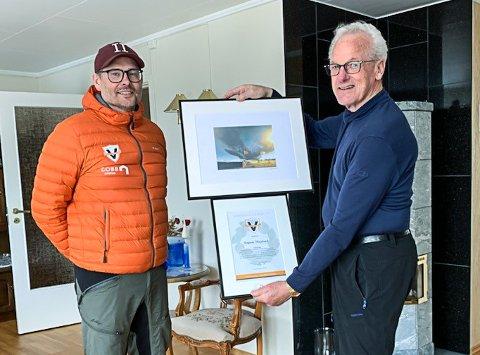 ÆRESMEDLEM: Ragnar Skoglund ble utnevnt på æresmedlem på årsmøtet i Vind IL, her sammen med klubbens gjenvalgte styreleder, Richard Søfteland Jensen.