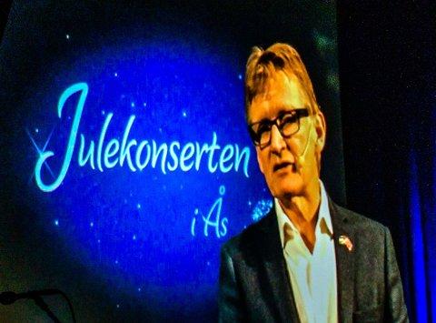 Mads Gilbert sendte videohilsen til Ås, etter at han ble forhindret fra å delta under julekonserten i kulturhuset. (Foto: Bonsak Hammeraas)