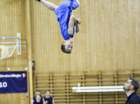 Høyt: Akrobatisk avslutning.FOTO: Atle Larsson