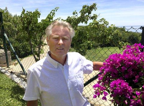 Stolt vinner: Kåre Christoffersen er på ferie i Spania. Lørdag mottok hans døtre pris på hans vegne. Foto: Privat