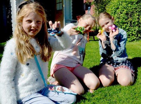 Dyktige:Tia Ringnes (6) Sara Fossum Eftang (8), Alexandra Løvvold Henriksen (8) har lært seg mange triks med det nye leketøyet.